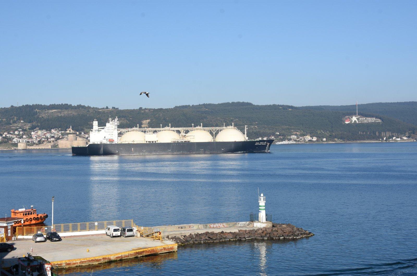 An LNG tanker passes through Çanakkale Strait, Turkey, April 25, 2020. (DHA Photo)