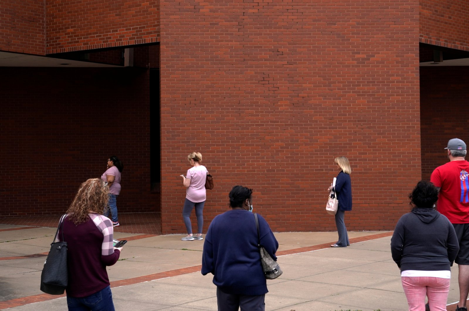 People who lost their jobs wait in line to file for unemployment benefits during the coronavirus outbreak, at an Arkansas Workforce Center in Fort Smith, Arkansas, U.S., April 6, 2020. (Reuters Photo)