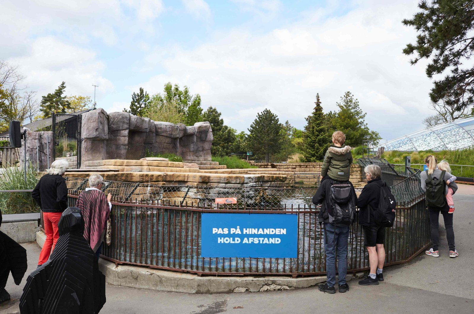 People observe the social distancing rules as they visit the Copenhagen Zoo, which partially reopened following its closure due to the coronavirus pandemic, May 25, 2020 . (AFP Photo)