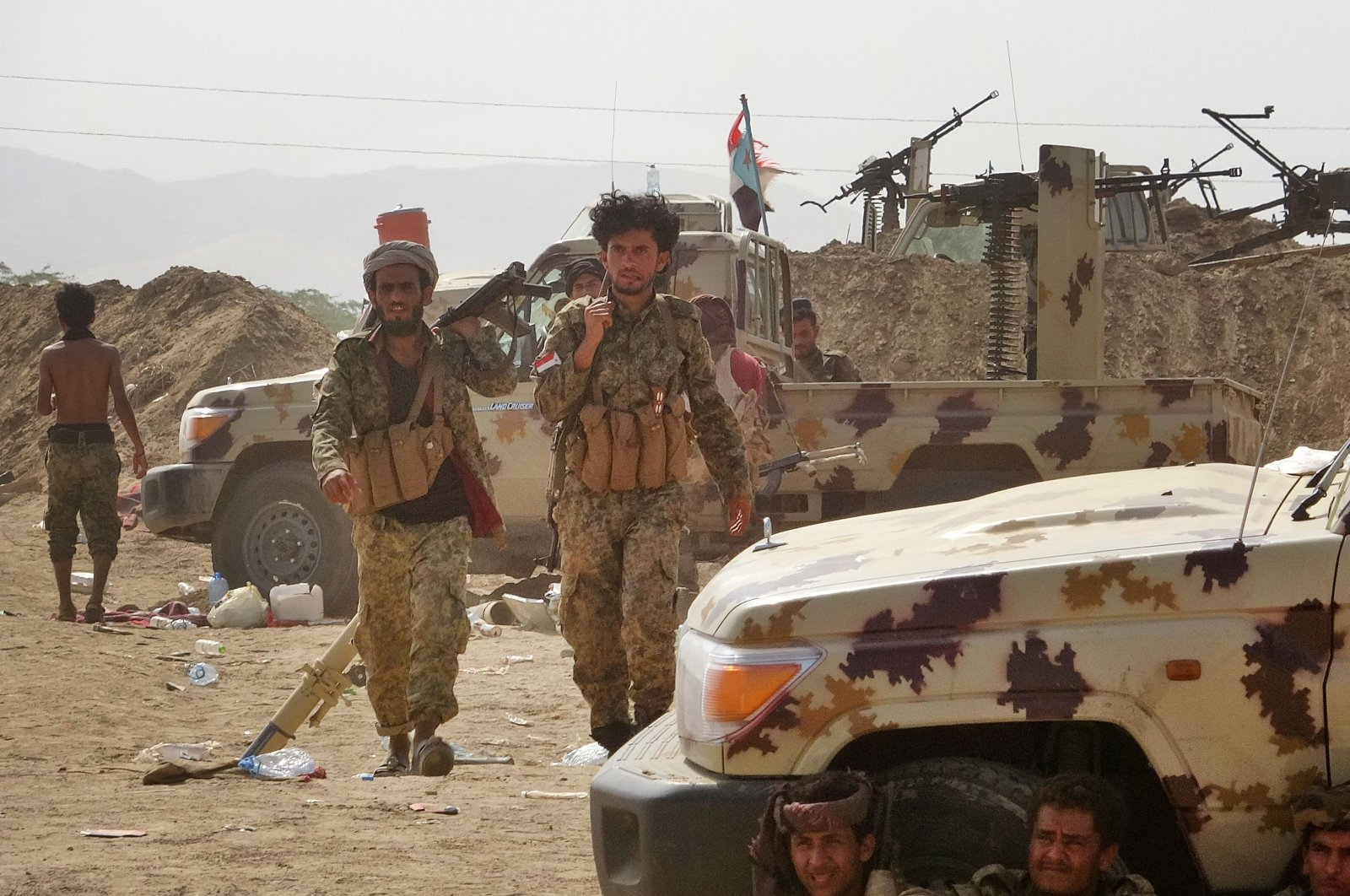 Fighters loyal to Yemen's Southern Transitional Council (STC) separatists gather at the frontline during clashes with pro-government forces for control of Zinjibar, the capital of the southern Abyan province, in Sheikh Salim area, May 16, 2020. (AFP Photo)