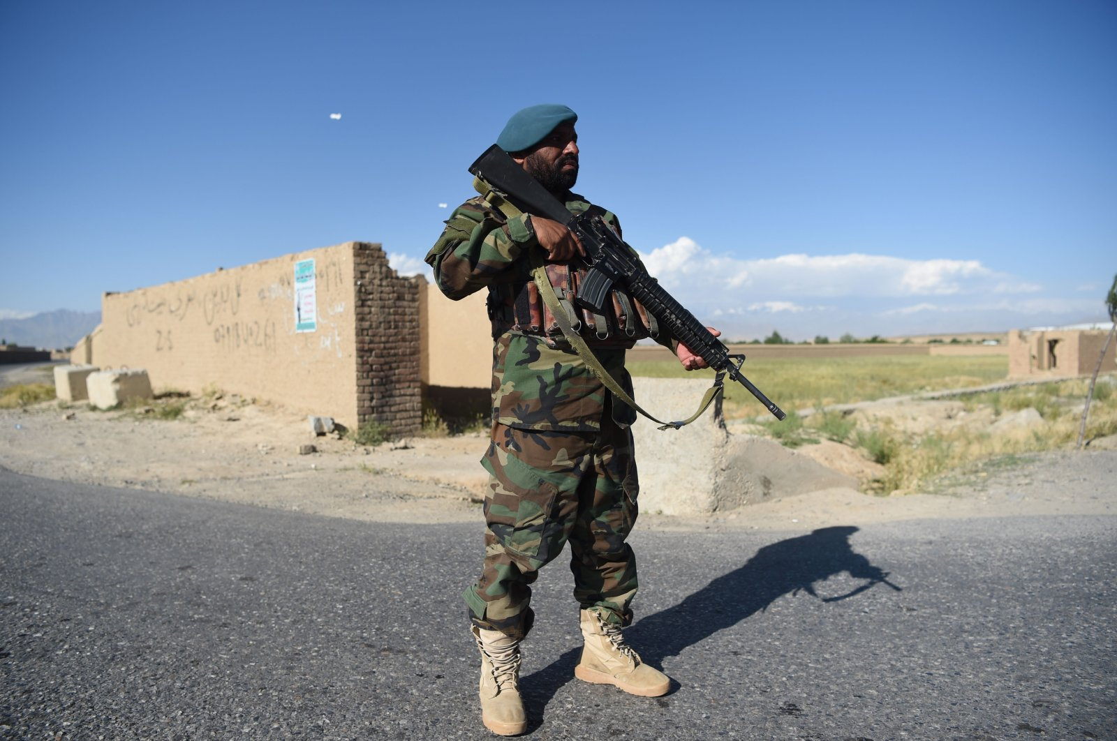 An Afghan National Army (ANA) soldier stands guard as Taliban prisoners are released from Bagram prison, at a checkpoint, Bagram district, Parwan province, Afghanistan, May 26, 2020. (AFP Photo)