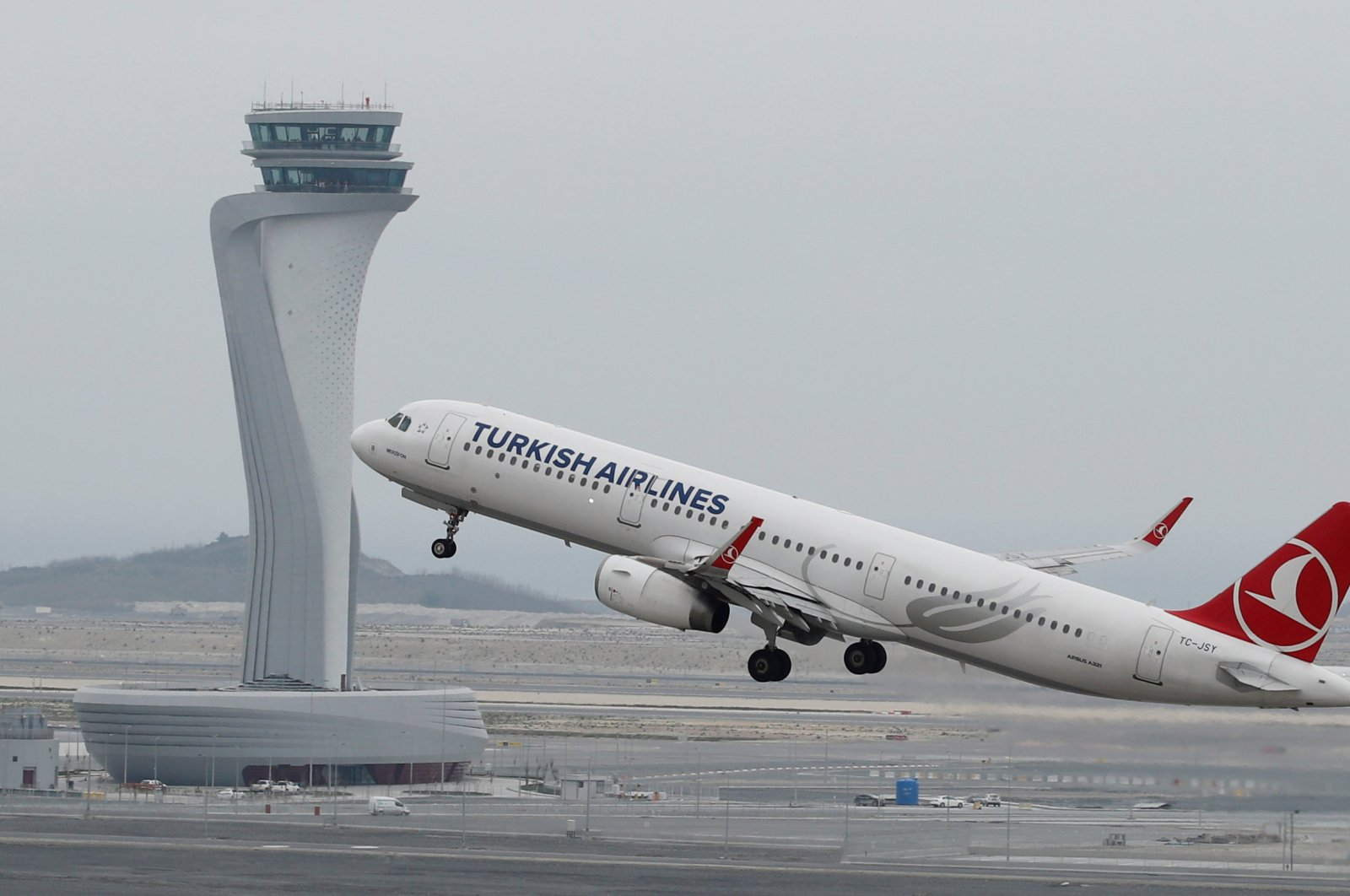 A Turkish Airlines Airbus A321-200 plane takes off from the new Istanbul Airport, Istanbul, Turkey, April 6, 2019. (Reuters Photo)