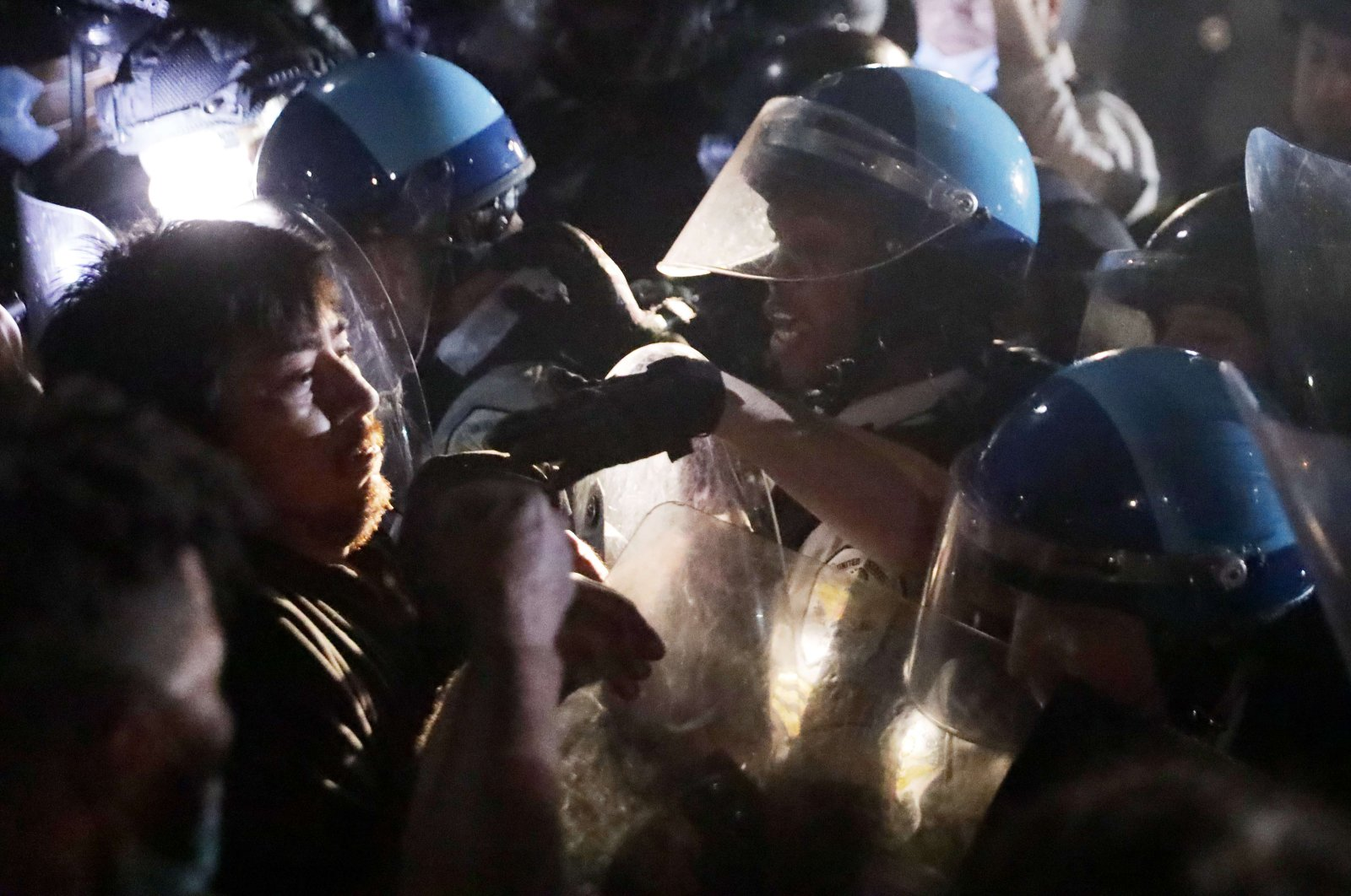 Demonstrators clash with police during a protest in response to the police killing of George Floyd in Lafayette Square Park in the early morning hours of May 30, 2020, in Washington. (AFP Photo)