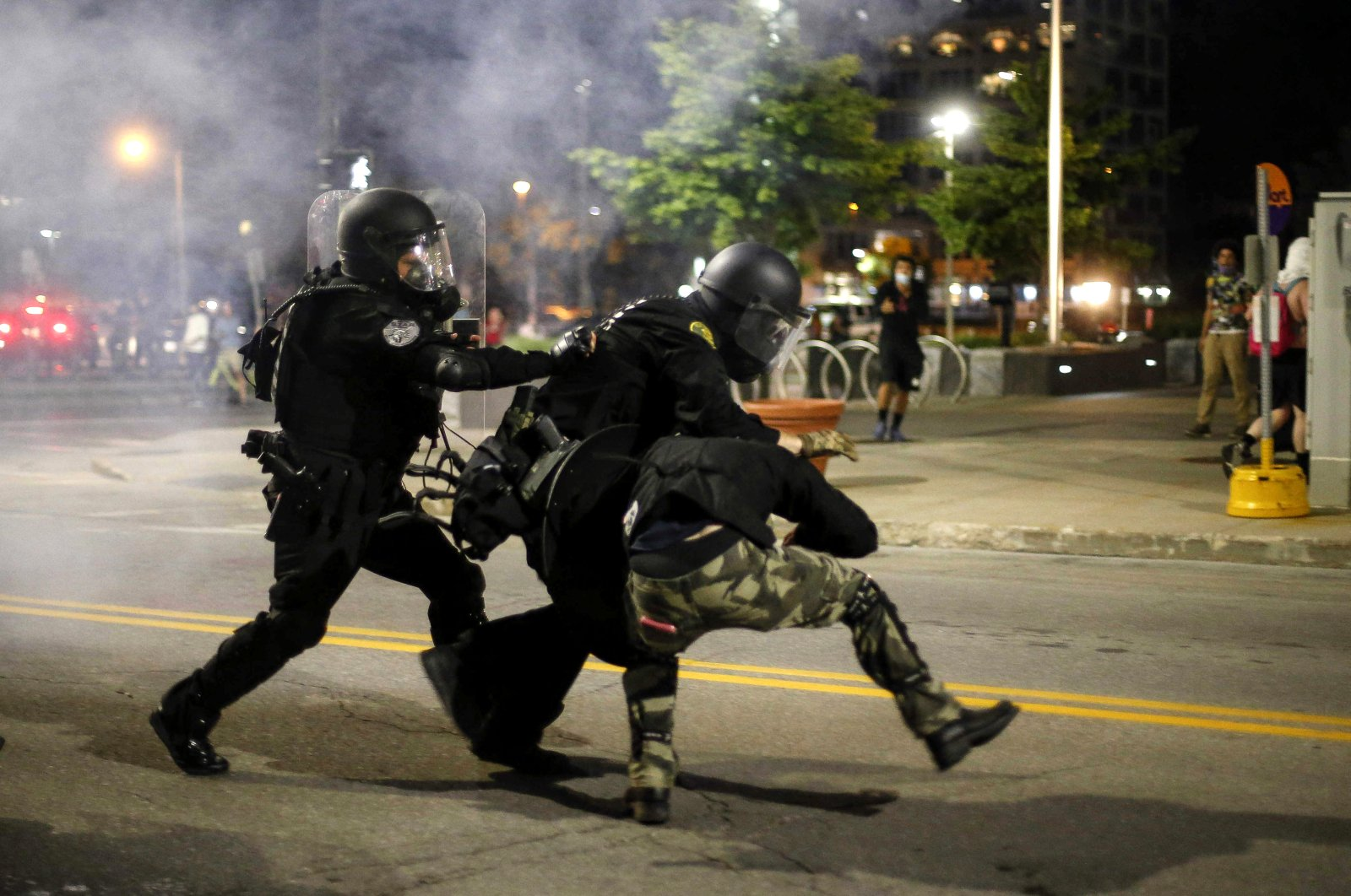 Police clash with protesters in downtown Des Moines, Iowa, U.S., May 30, 2020. (The Des Moines Register via AP)