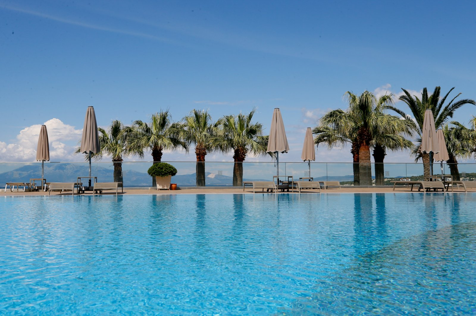 Turkey's leading tourism destinations Çeşme, Kuşadası and Didim in the Aegean await visitors with COVID-19 measures implemented in beaches, hotels and historical sites. (AA Photo)