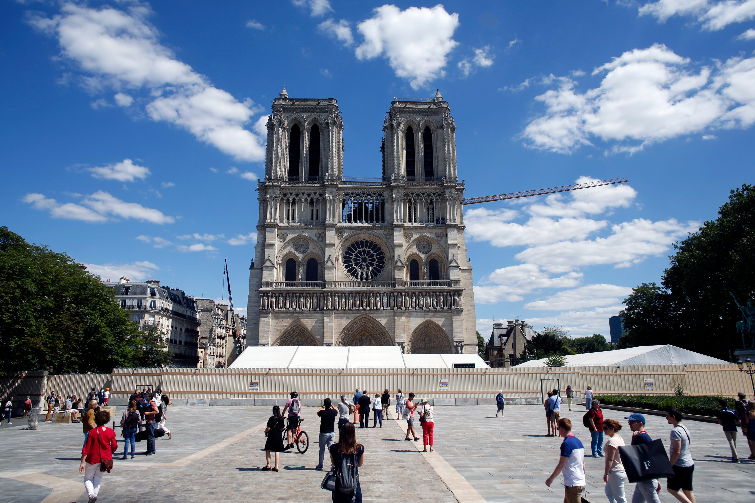 Notre Dame Opens Forecourt On Christian Holiday Of Pentecost Daily Sabah