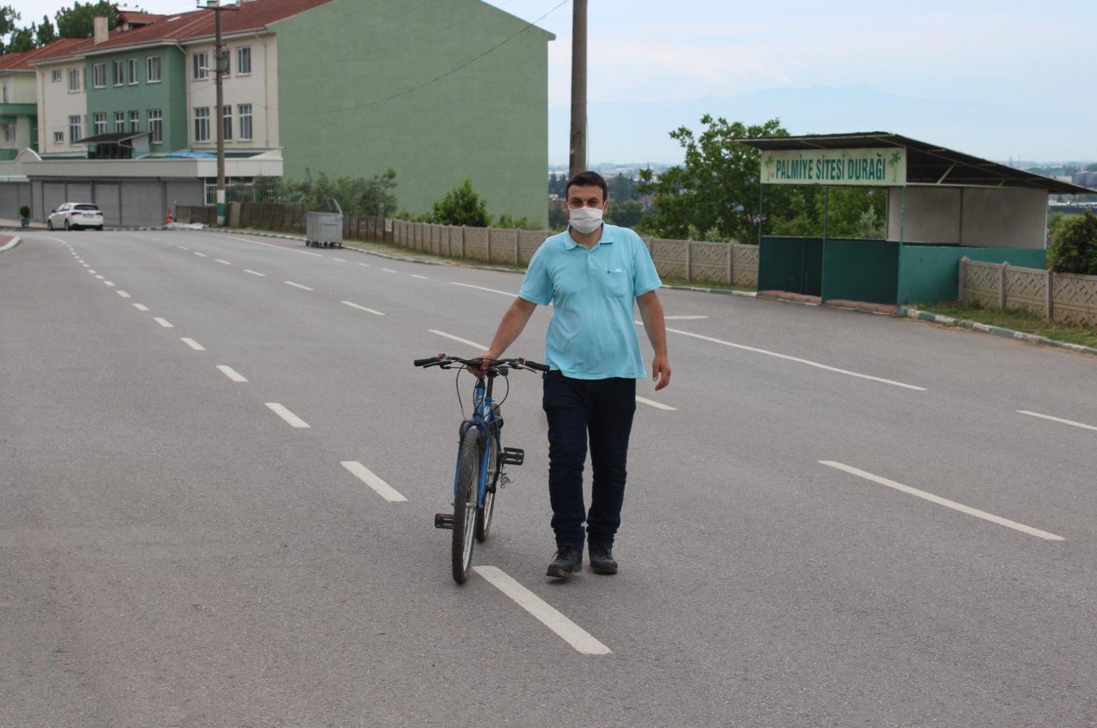 Mustafa Akçay traveled to Çanakkale province by bicycle to see his daughter, Sakarya, Turkey, June 1, 2020. (DHA Photo)