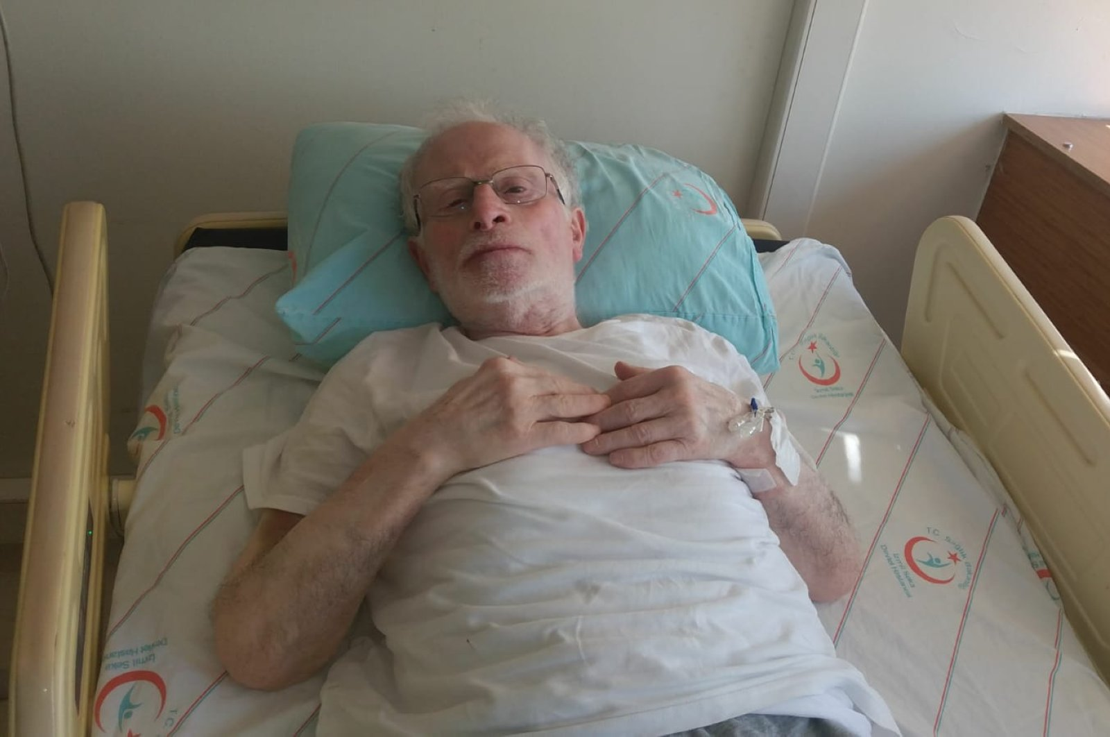 Mustafa Memeşil, 68, rests in a hospital bed after being taken out of intensive care, Izmit, Turkey, June 1, 2020. (AA Photo)