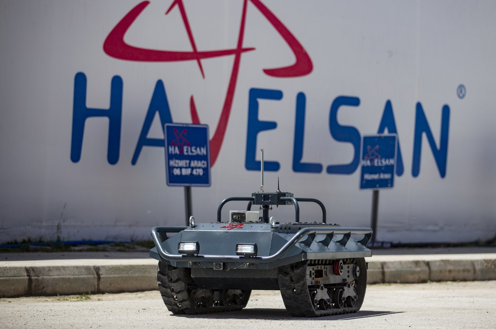 A prototype of Turkish defense and software company HAVELSAN's unmanned ground vehicle. (AA Photo)