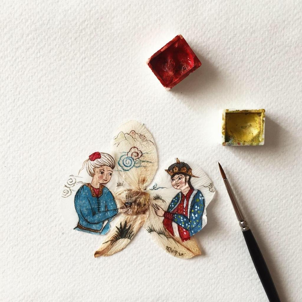 Miniature artist Nevin Yapıcı has created a new product by drawing miniatures on dried orchid blossoms.(AA Photo)