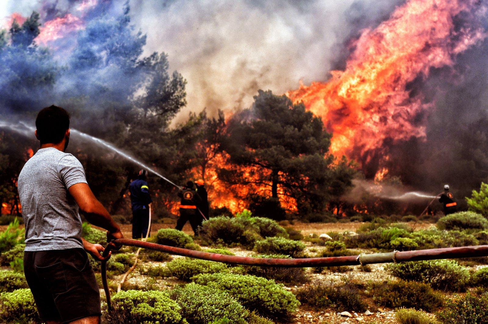 Wildfire rages in near Loutraki, Corinth city, Peloponnese, Greece, July 24, 2018. (EPA-EFE Photo)