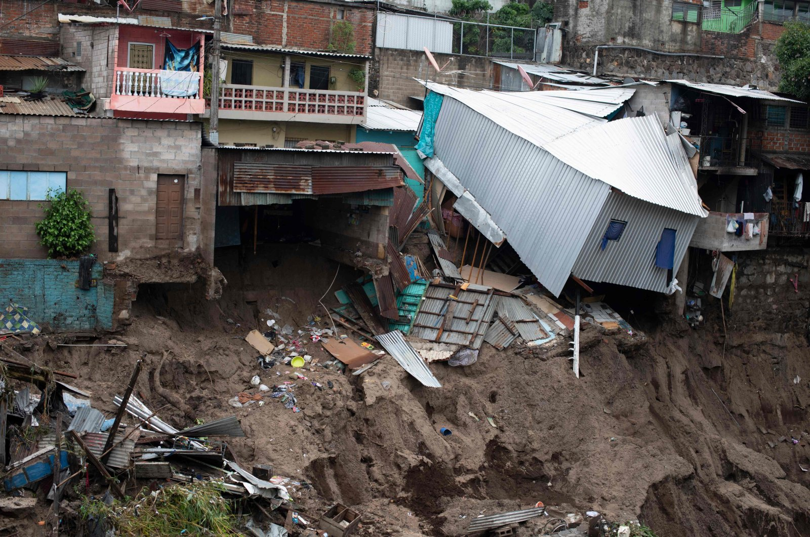 A view of houses devastated by the overflowing of a creek due to the torrential rains caused by the passage of tropical storm Amanda, San Salvador, May 31, 2020. (AFP Photo)