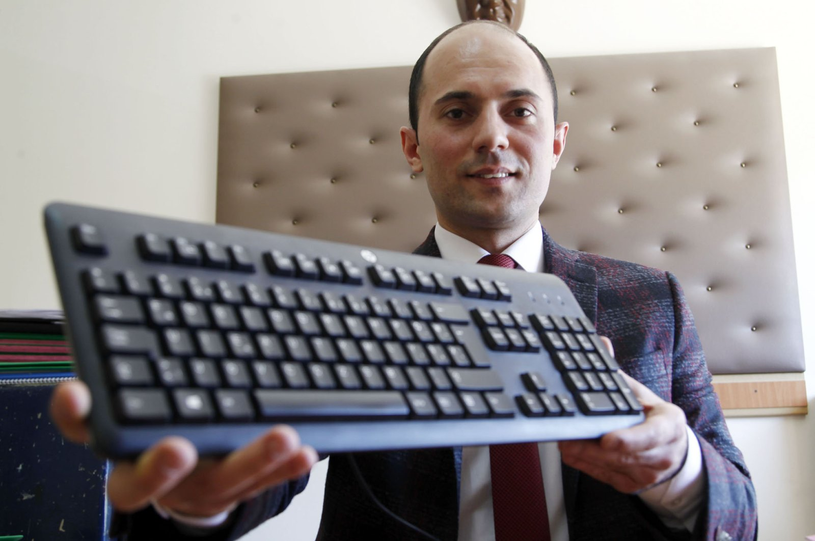 Celal Aşkın, a Justice Ministry employee, became world champion in the senior category by entering 153 words in a minute.(AA Photo)