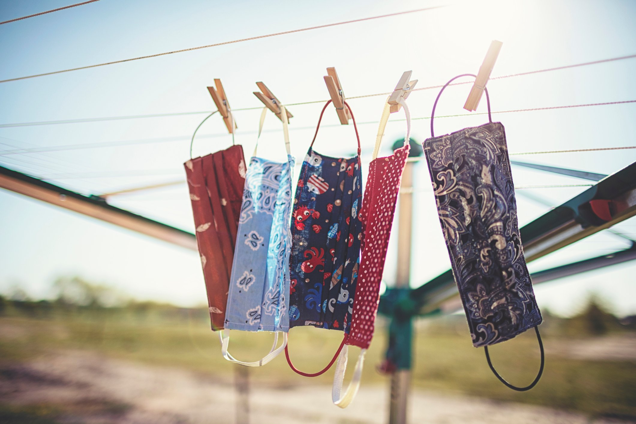 If you hang your mask on the clothesline to dry, wait at least 48 hours before you use it again. (iStock Photo)