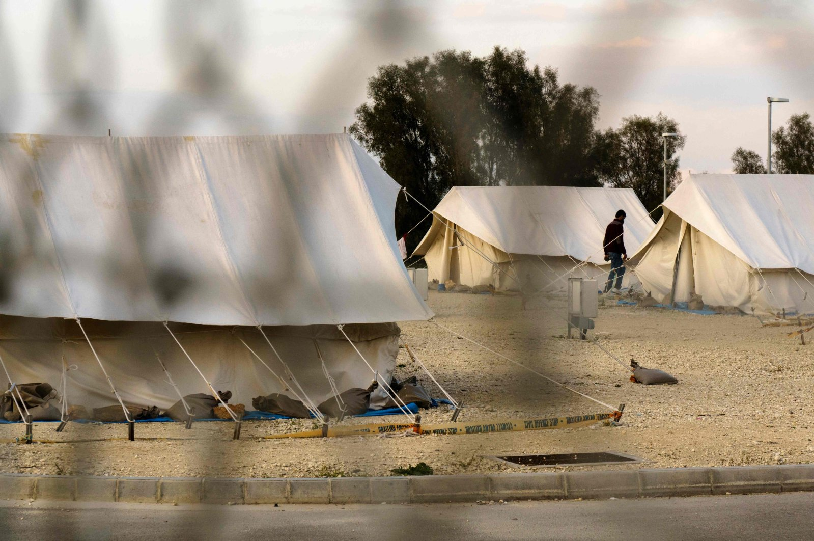 A Syrian refugee walks between tents at a reception center in Kokkinotrimithia on the outskirts Nicosia, Greek Cyprus, March 7, 2017. (AFP Photo)