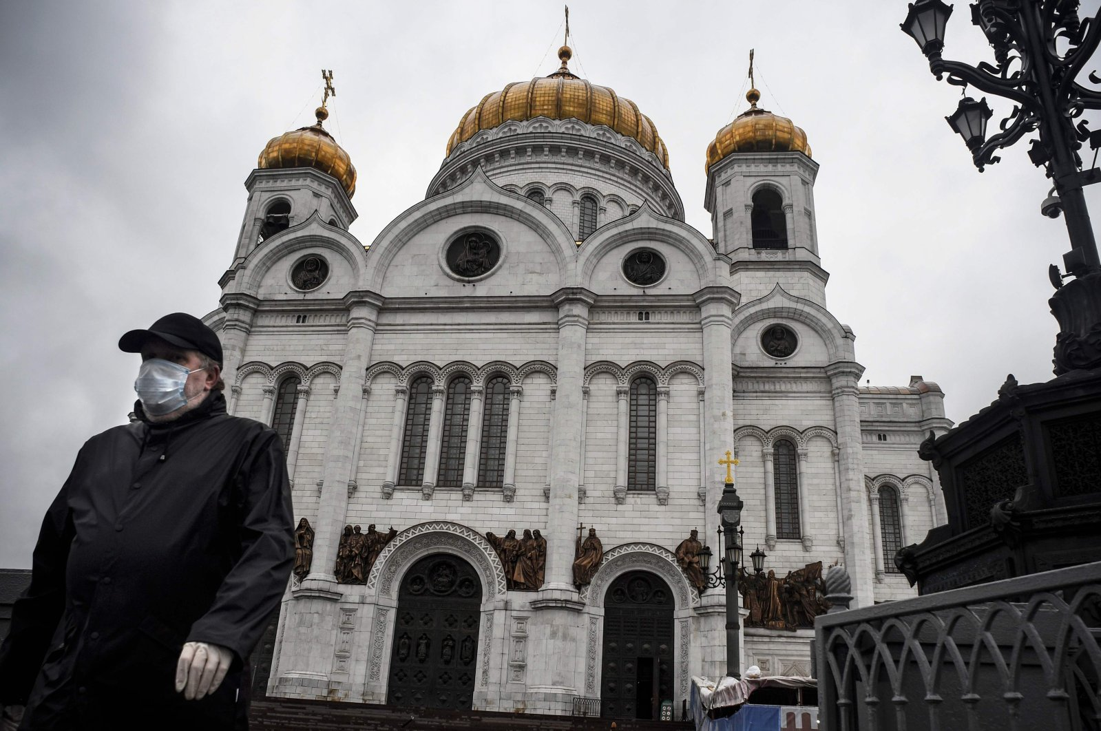 A man wearing a face mask comes out of Christ-the-Savior cathedral in central, the main Russian Orthodox church in central Moscow, June 2, 2020. (AFP Photo)