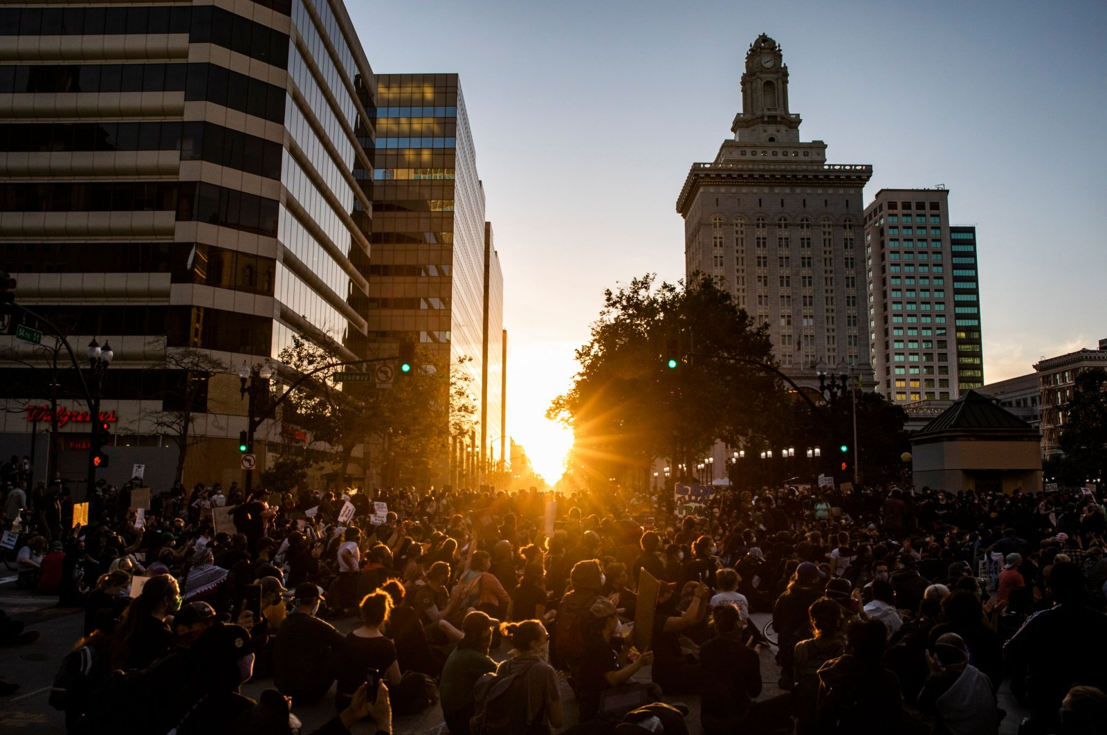 Demonstrators attend a protest against the killing of George Floyd, along a street in downtown Oakland, California, U.S., June 3, 2020. (AFP Photo)