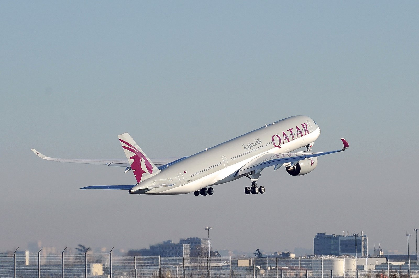 A Qatar Airways A350 takes off from the Airbus headquarters, Toulouse, Dec. 22, 2014. (AFP Photo)
