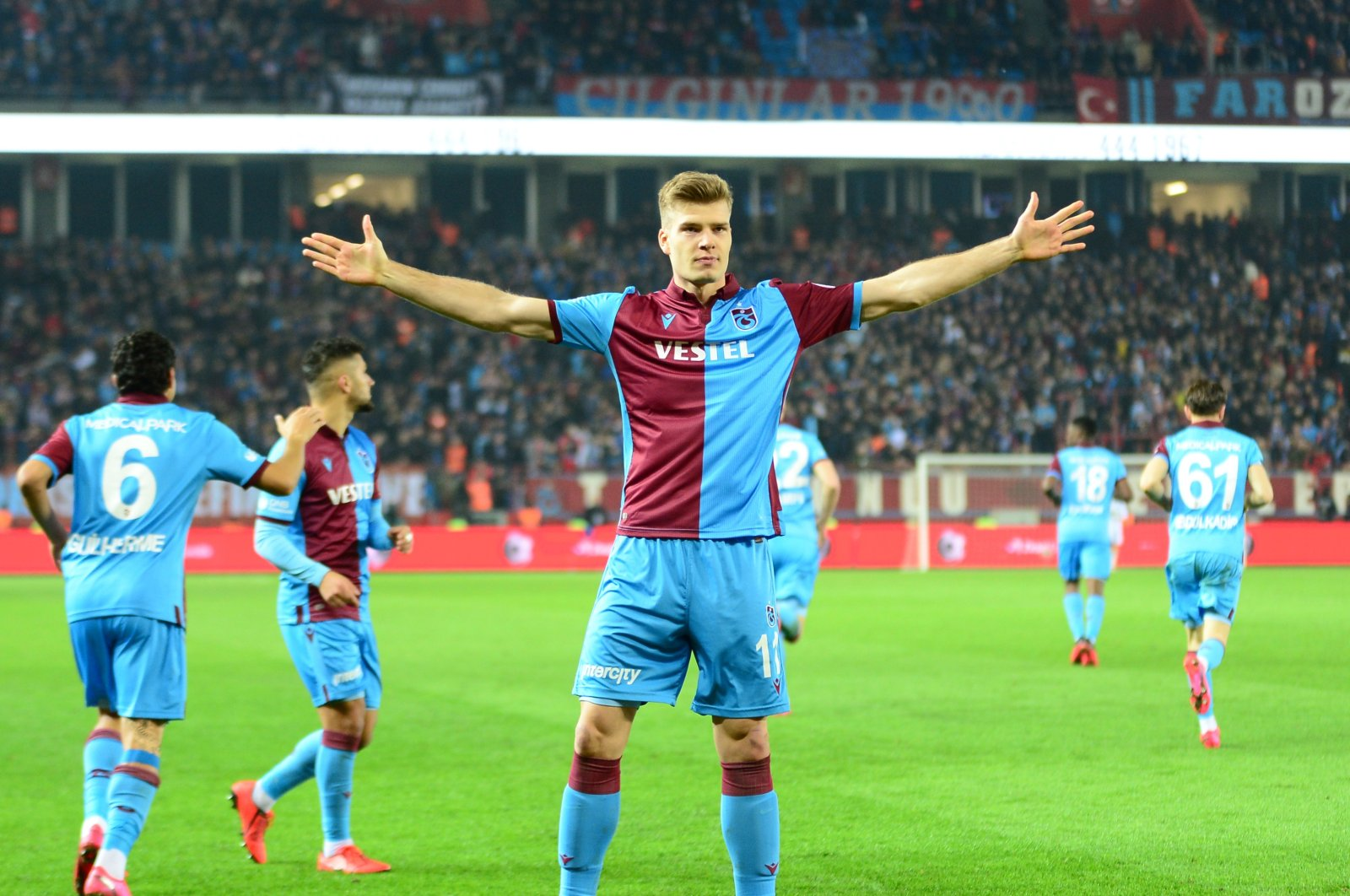 Trabzonspor's Alexander Sorloth celebrates a goal during a Turkish Cup match against Fenerbahçe in Trabzon, Turkey, March 3, 2020. (AA Photo)