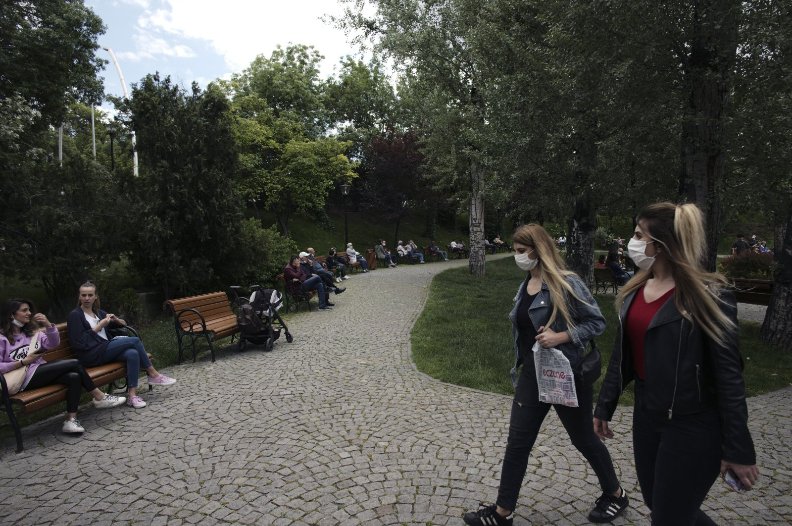 People visit Kuğulu public garden after the government lifted a series of restrictions imposed to fight the coronavirus pandemic, Ankara, Turkey, June 3, 2020. (AP Photo)
