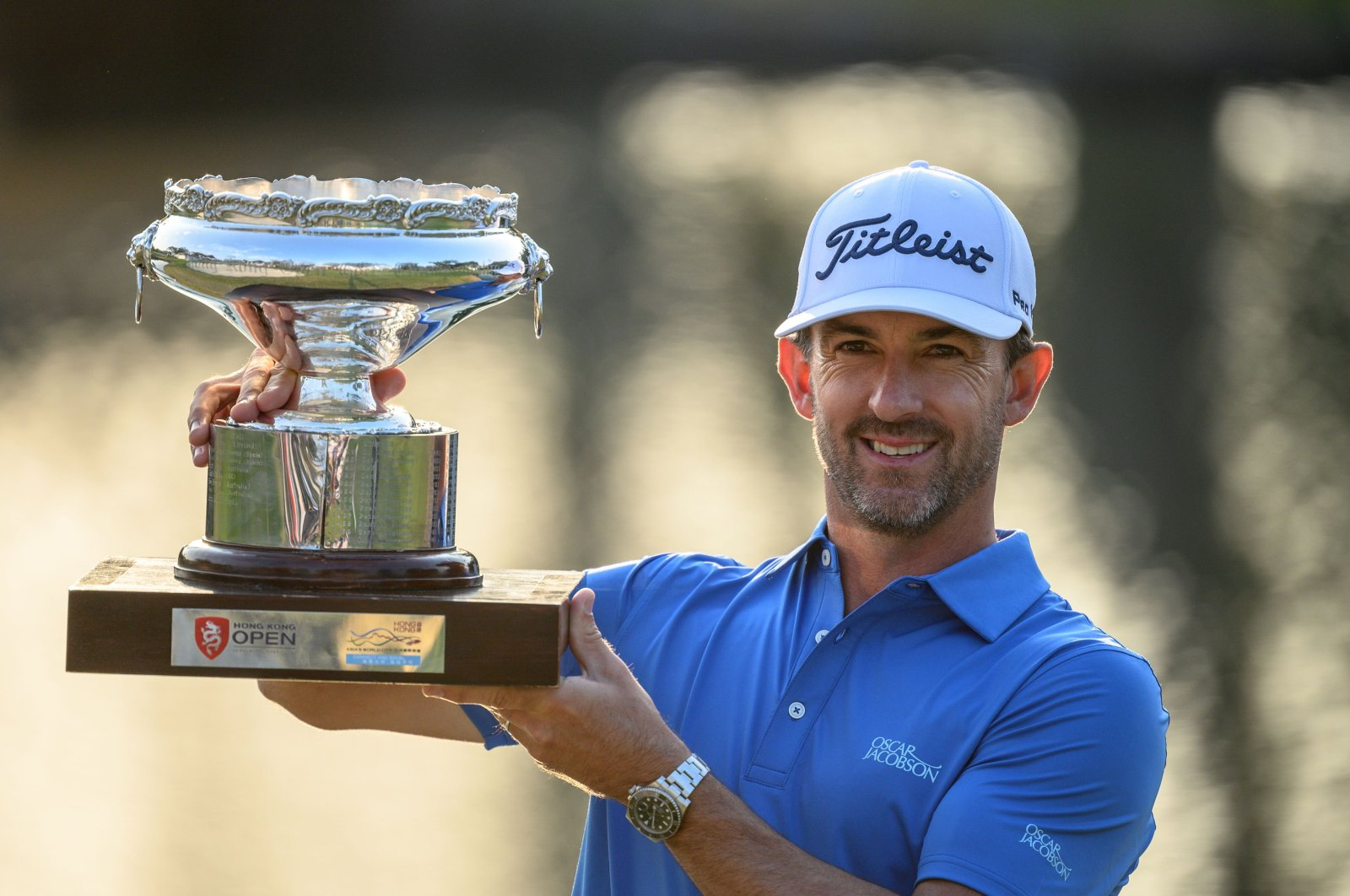 Wade Ormsby posing with the champion's trophy after winning the Hong Kong Open golf tournament in Hong Kong, Jan. 12, 2020. (AFP Photo)