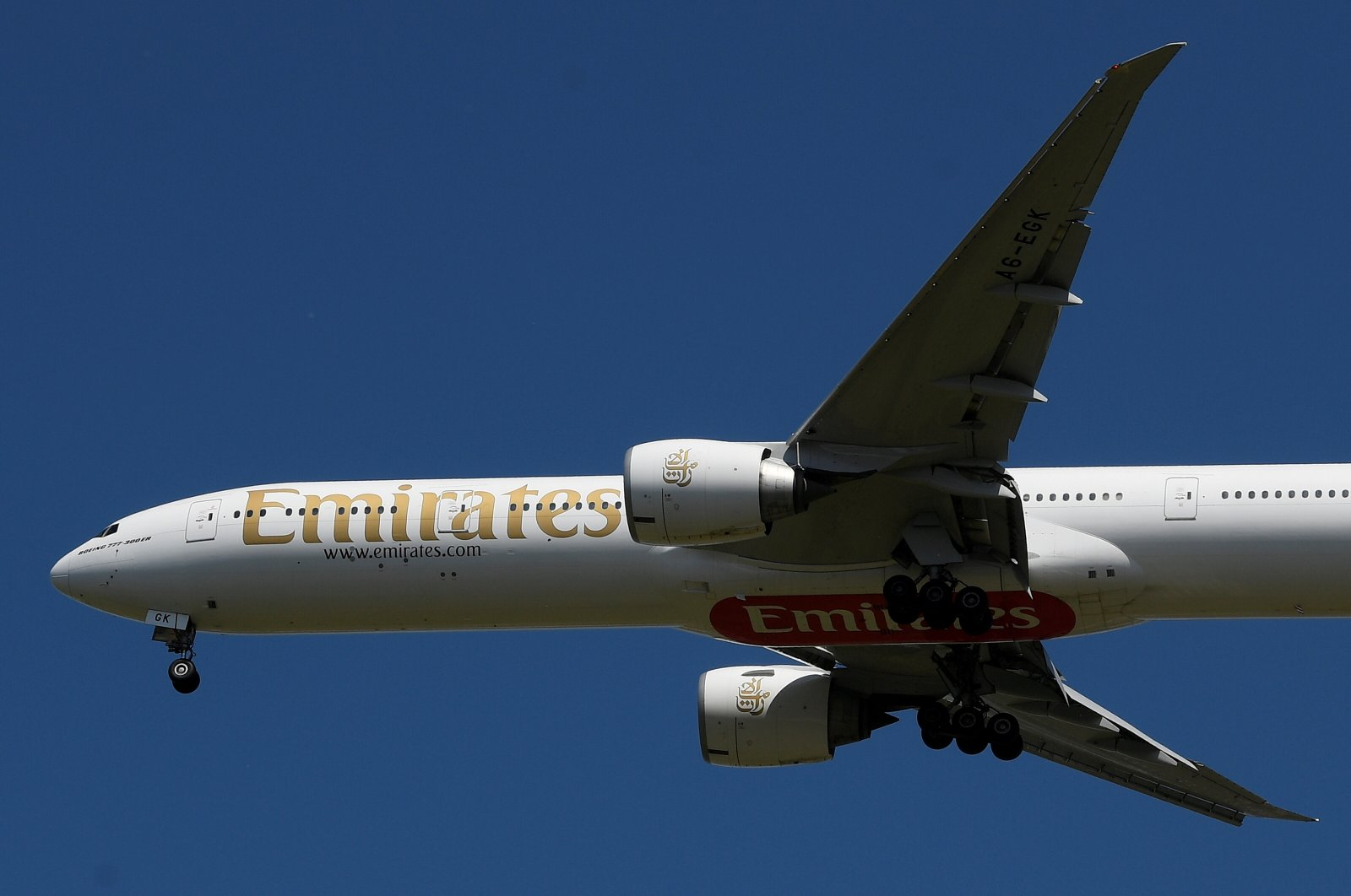 An Emirates passenger plane comes in to land at London Heathrow airport, following the outbreak of the coronavirus disease (COVID-19), London, Britain, May 21, 2020. (Reuters Photo)