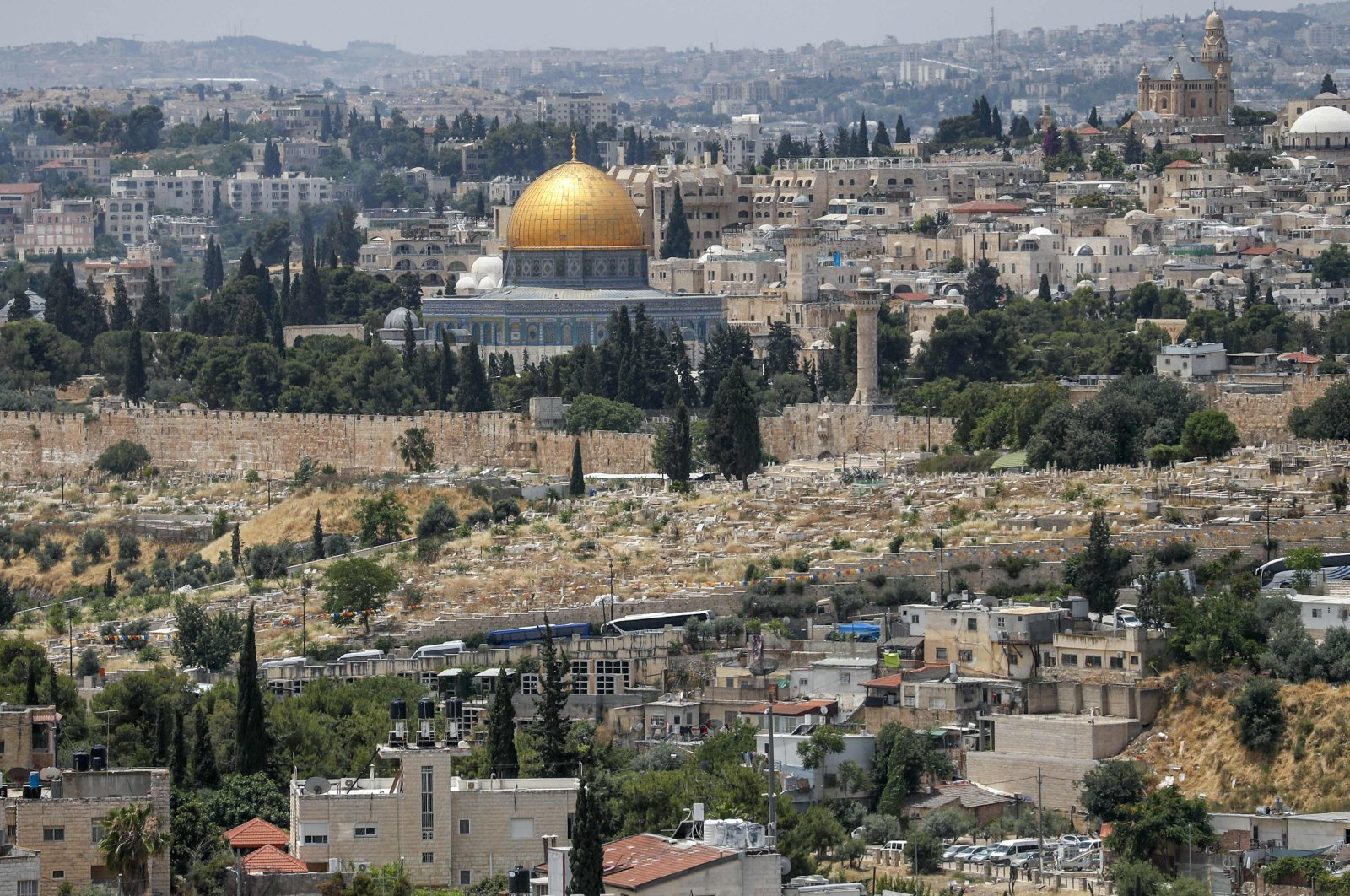 This June 3, 2020, picture shows a view of the Palestinian neighborhood of Wadi al-Joz (below) in occupied east Jerusalem, with a backdrop of the Dome of the Rock Mosque in Jerusalem's old city. Palestinian business owners in occupied east Jerusalem are worried they will be forced to shut up shop by Israeli authorities over plans to build a vast high-tech hub in their neighborhood. (Photo by AHMAD GHARABLI/AFP)