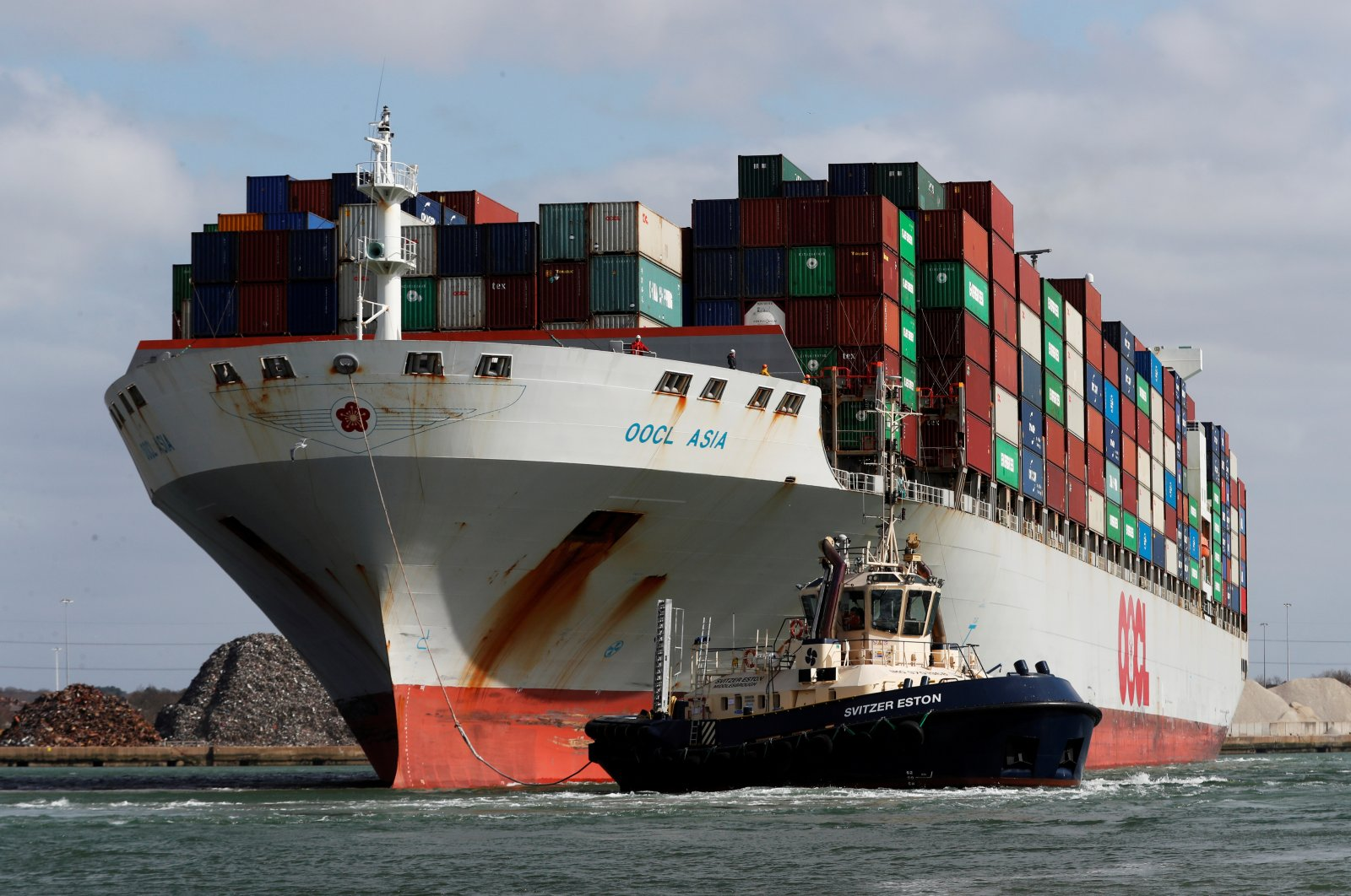 A container ship is seen leaving Southampton docks as the spread of COVID-19 continues, Southampton, Britain, March 29, 2020. (Reuters Photo)