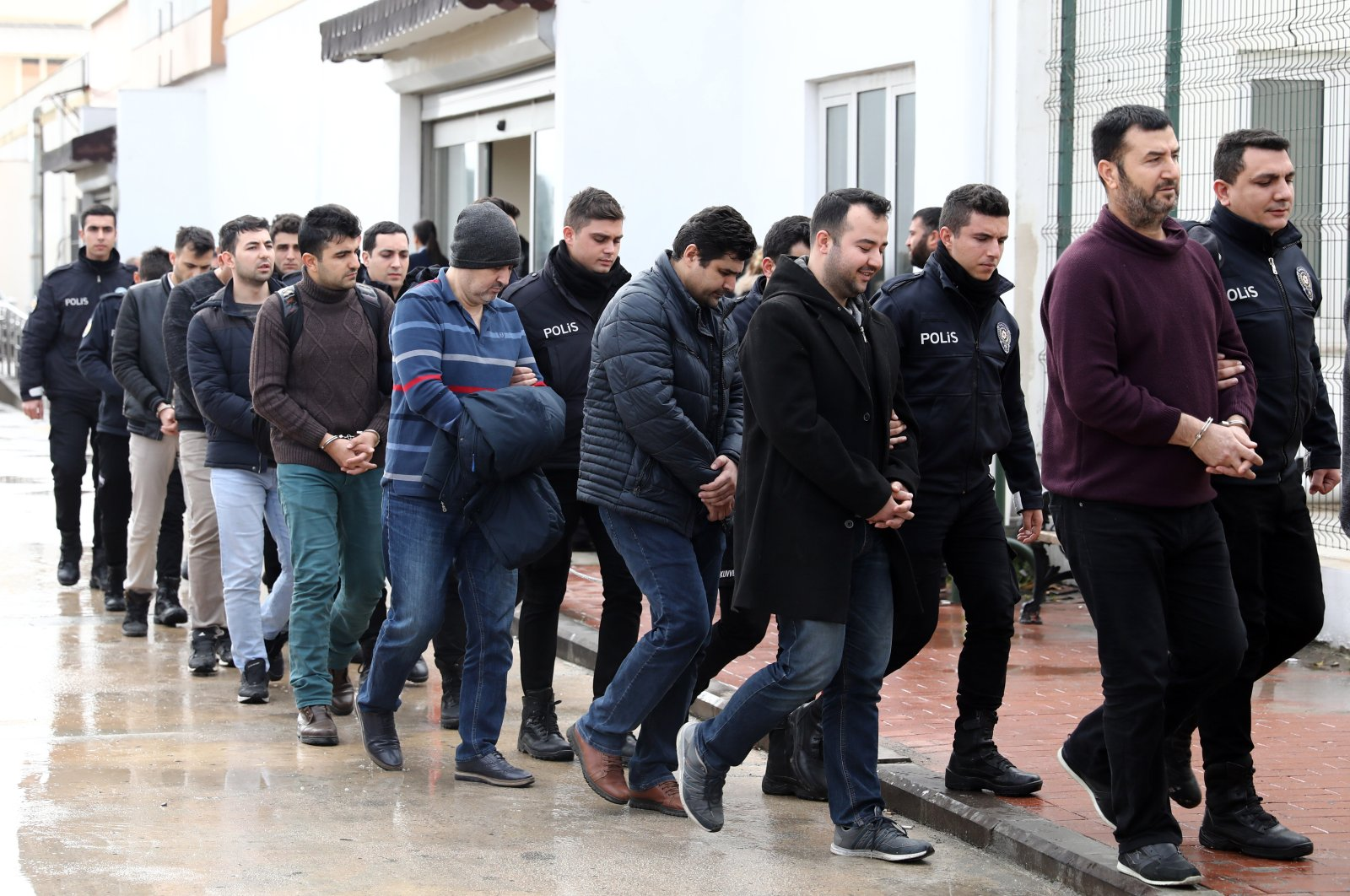 Police escort FETÖ suspects to the courthouse in Adana, Turkey, in this undated photo. (PHOTO BY ZİYA RAMOĞLU)