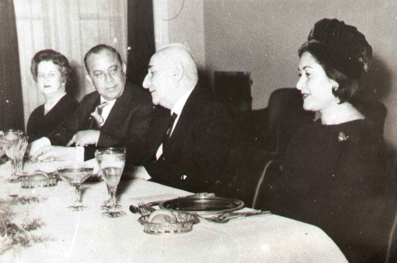This undated file photo shows Süheyla Küçük (far L) and her husband Dr. Fazıl Küçük (2nd from L) attending a dinner alongside then-Turkish President Cemal Gürsel (2nd from R) and his wife Melahat Gürsel (far R). (DHA Photo)