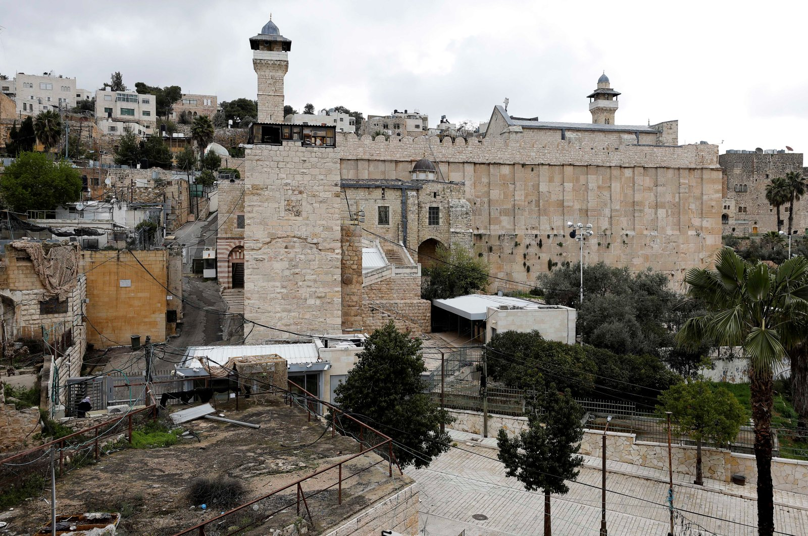 The Ibrahimi Mosque seen closed during a Friday prayer over concerns of the spread of the coronavirus, in Hebron, in the Israeli-occupied West Bank, March 20, 2020. (Reuters Photo)