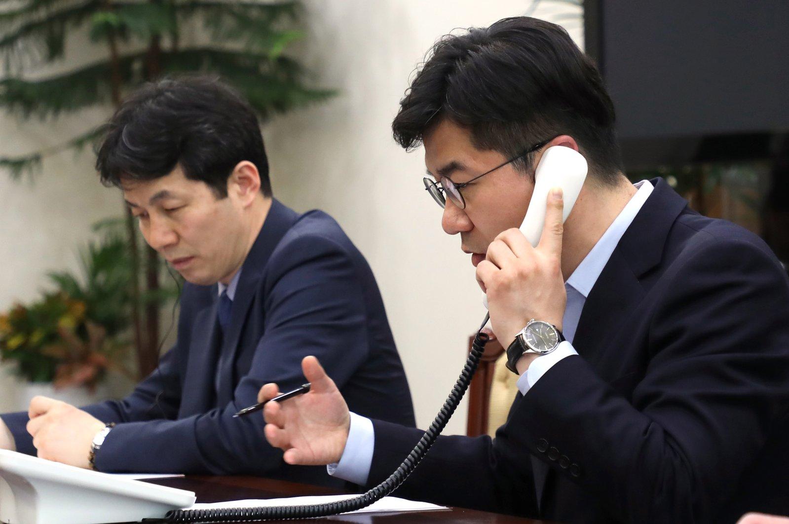 South Korean presidential officials make a test call to North Korea via a hotline between the leaders of the two Koreas at the presidential office in Seoul, South Korea, April 20, 2018. (EPA Photo)