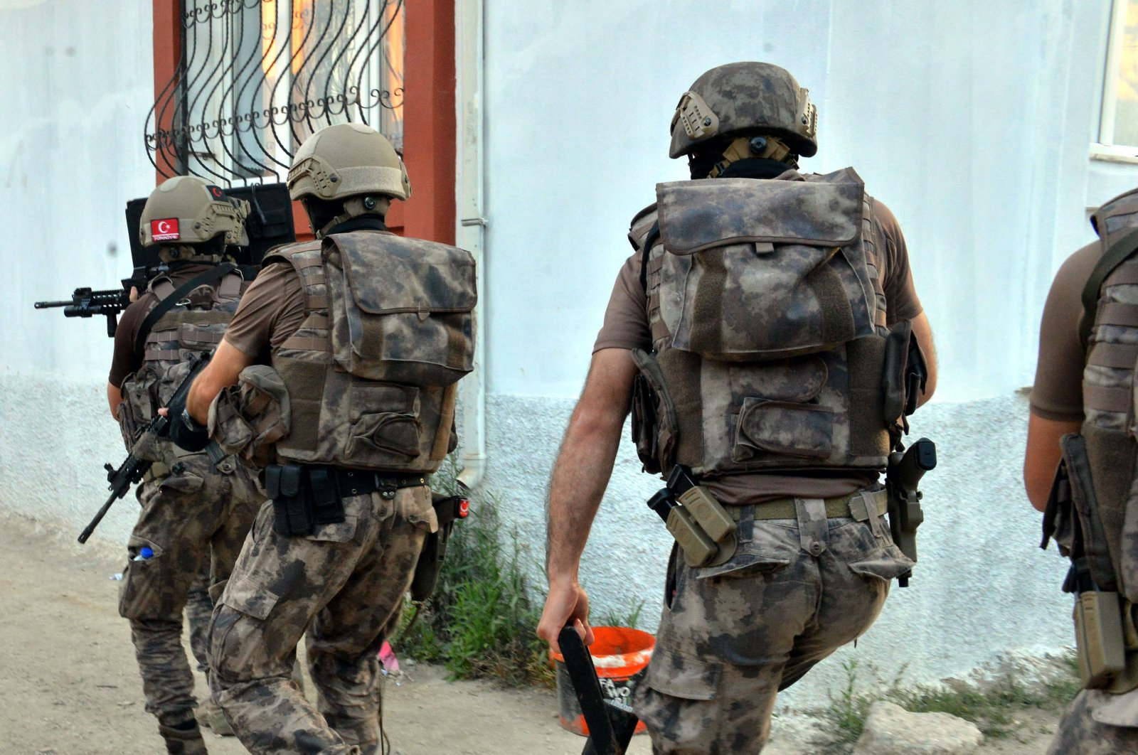 Security forces carry out a counterterrorism operation in southern Adana province, June 9, 2020. (DHA Photo)