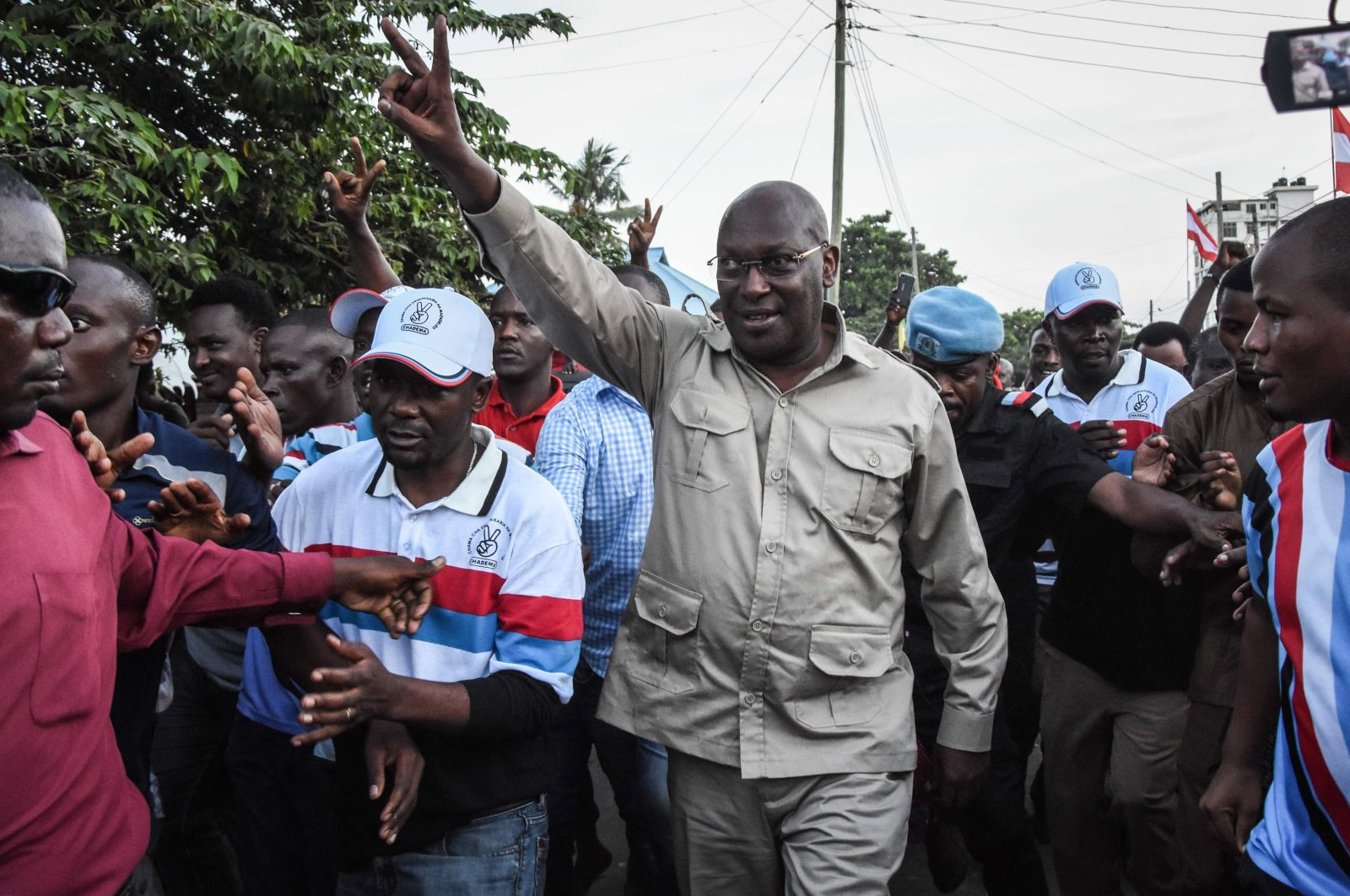 Tanzania Chadema party Chairman Freeman Mbowe (C) arrives at the party's headquarters after being released from Segerea prison in Dar es Salaam, Tanzania, March 14, 2020.  (AFP Photo)