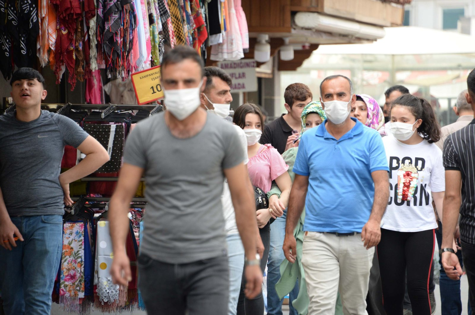 People wearing masks walk on the street in Diyarbakır, Turkey, June 9, 2020. (DHA Photo)