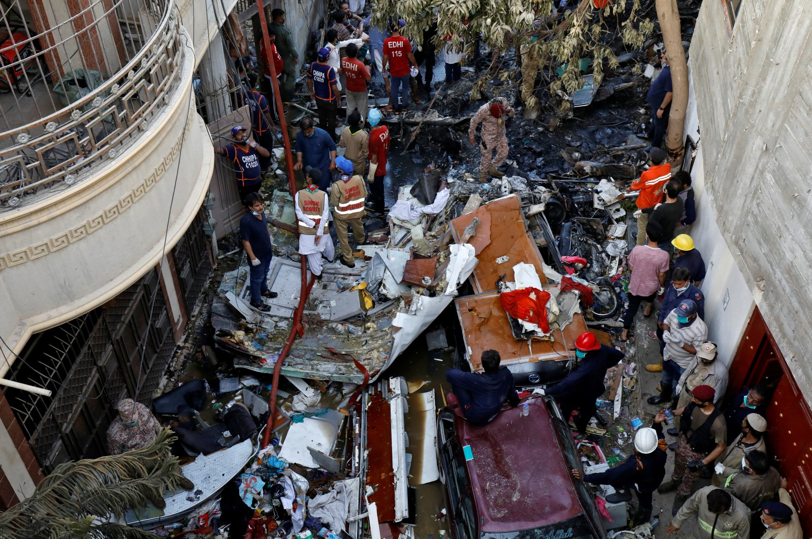 Rescue workers gather at the site of a passenger plane crash in a residential area near an airport in Karachi, Pakistan, May 22, 2020. (Reuters Photo)