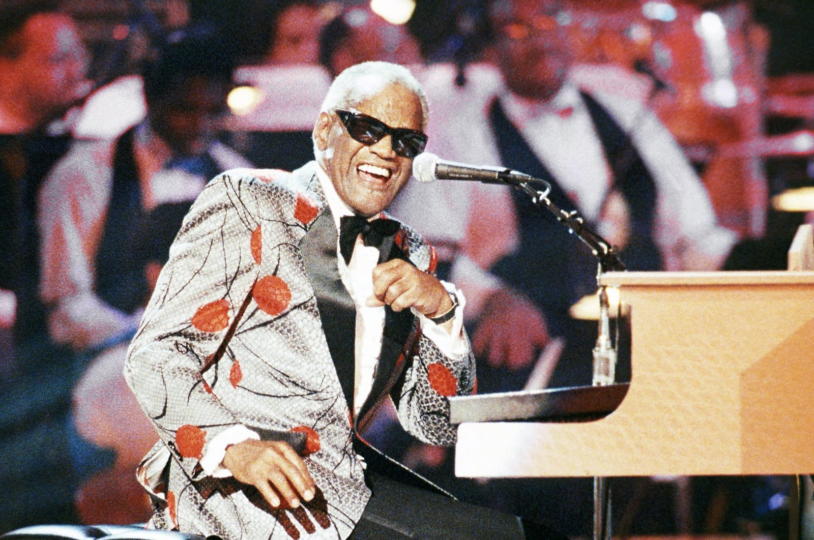 "Legendary musician, Ray Charles, performs at the piano during the taping of ""Ray Charles: 50 Years in Music, uh-huh,"" a benefit musical gala for Starlight/Starbright Foundation in Pasadena, California, Sept. 20, 1991. (AP Photo)"