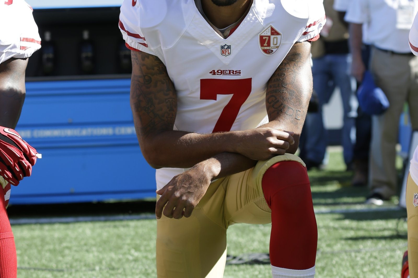 San Francisco 49ers' Colin Kaepernick kneeling during the national anthem before an NFL football game against the Seattle Seahawks in Seattle, Sept. 25, 2016 (AP Photo)
