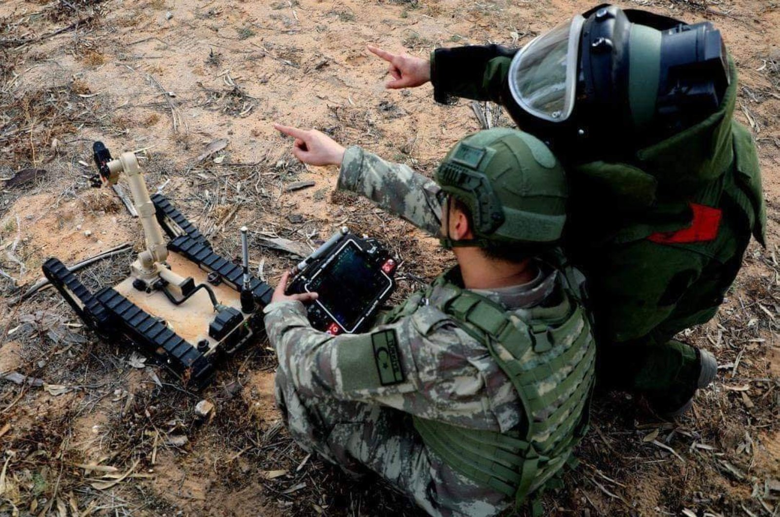 Turkish Military's demining experts started clearing civilian areas in Libya to prevent accidental explosions, June 11, 2020. (IHA)