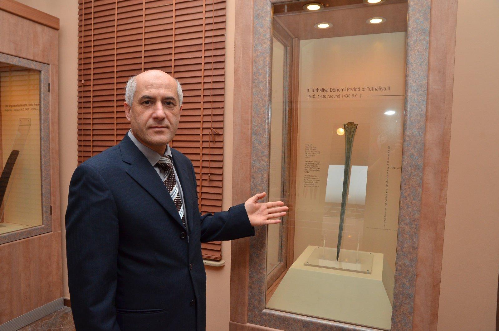 An official shows the Hittite sword at Çorum Museum. (AA PHOTO)