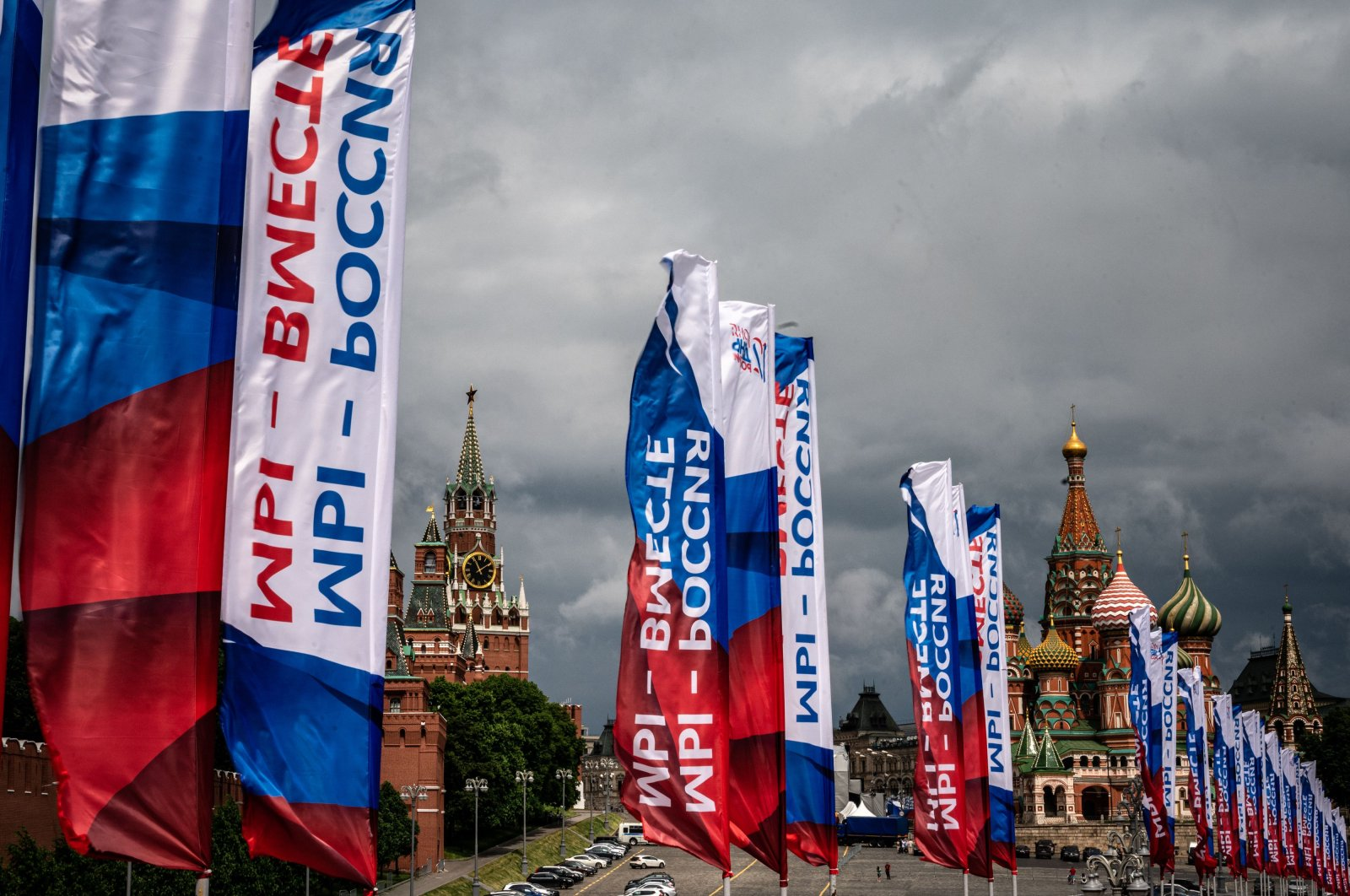 Russian banners devoted to Russia Day hang in front of the Kremlin in downtown Moscow, June 12, 2020. (AFP Photo)