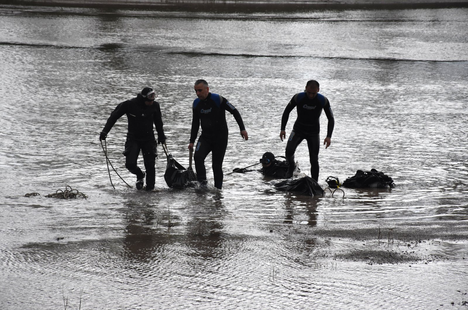 Divers carry the recovered bodies of Gülsüm Mayuk, 11, and her uncle, Melik Tunahan Nazalı, Denizli, Turkey, June 5, 2020. (DHA Photo)