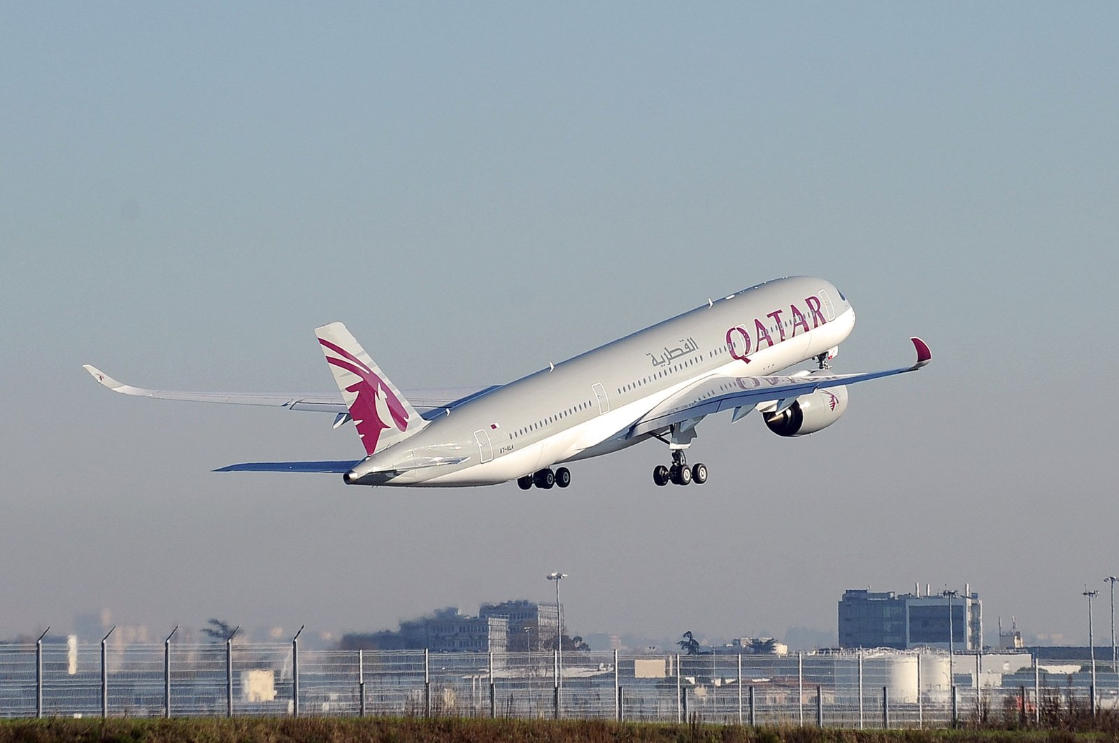 A Qatar Airways plane taking off from the Airbus headquarters in Toulouse, France, Dec. 22, 2014. (AFP Photo)