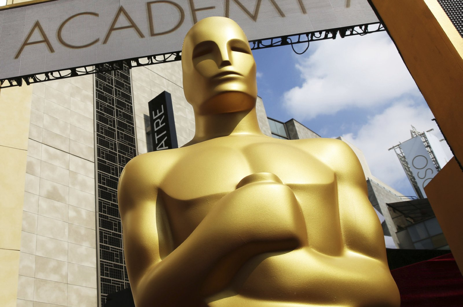 An Oscar statue appears outside the Dolby Theatre for the 87th Academy Awards in Los Angeles, Feb. 21, 2015. (AP Photo)