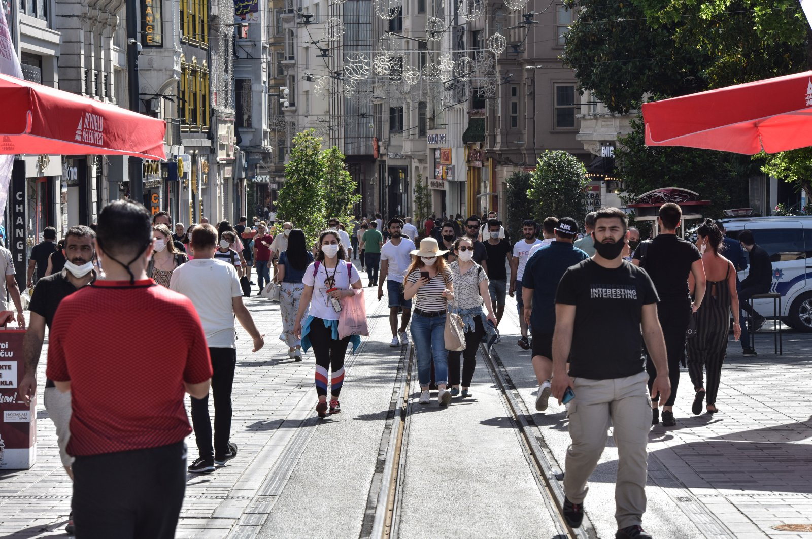 People walk in Taksim's historic Istiklal Street, Istanbul, June 8, 2020. (DHA Photo)