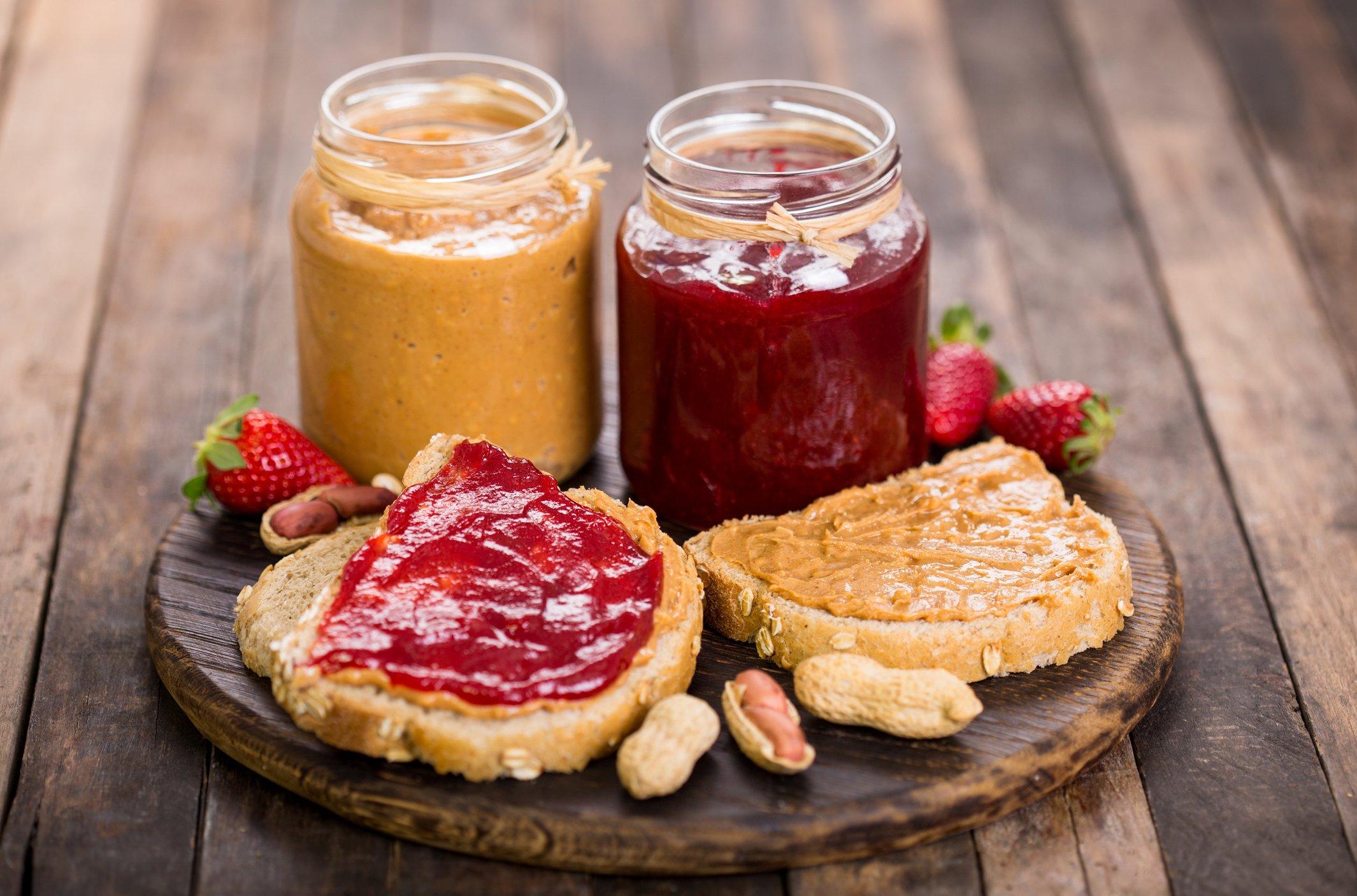 De la gelée de fraise est le complément parfait à un sandwich au beurre d'arachide classique. (Photo iStock)