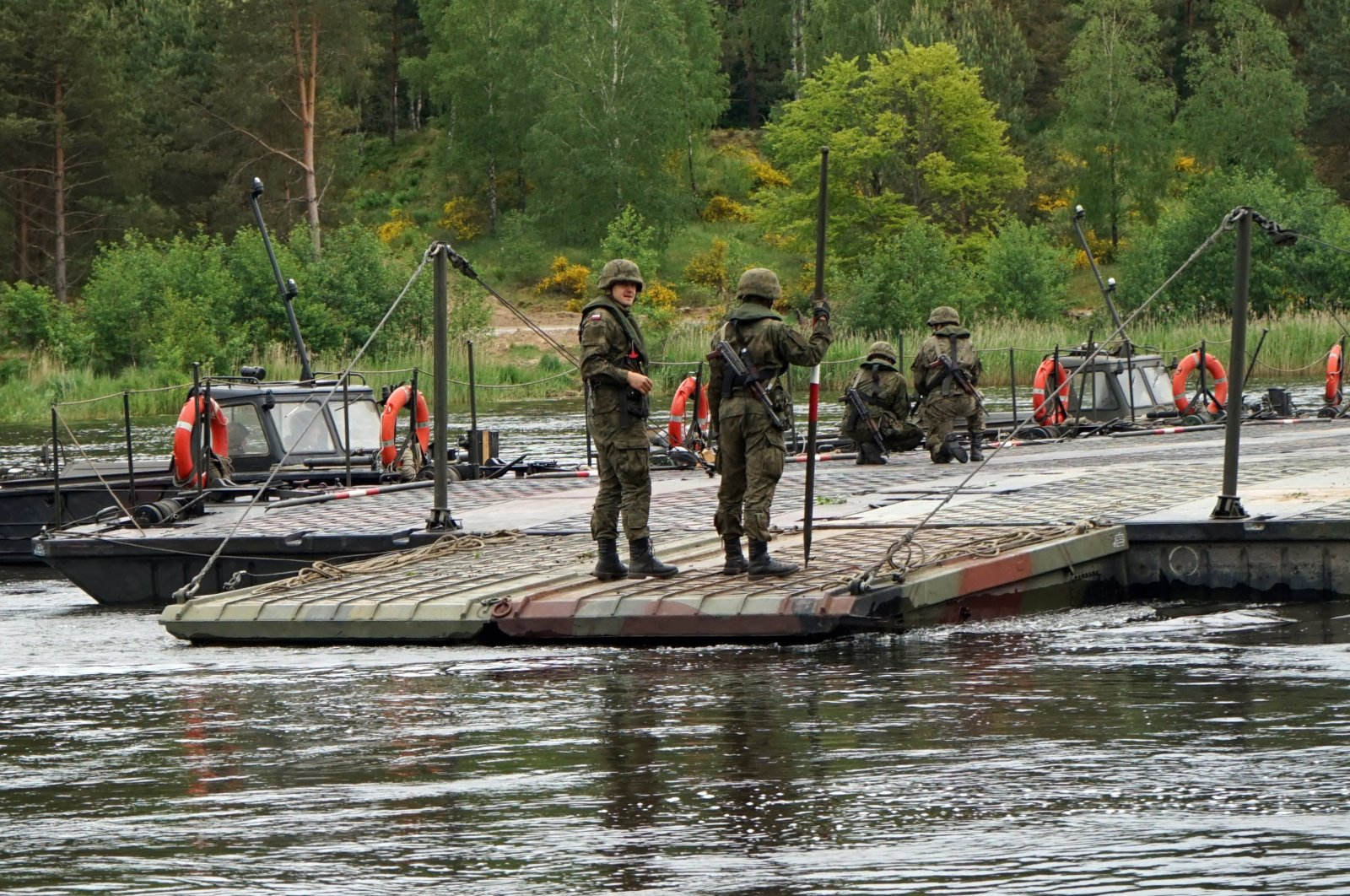 Polish soldiers build a pontoon bridge during exercises at a military training ground in Drawsko Pomorskie, north-western Poland, June 7, 2020. (EPA Photo)
