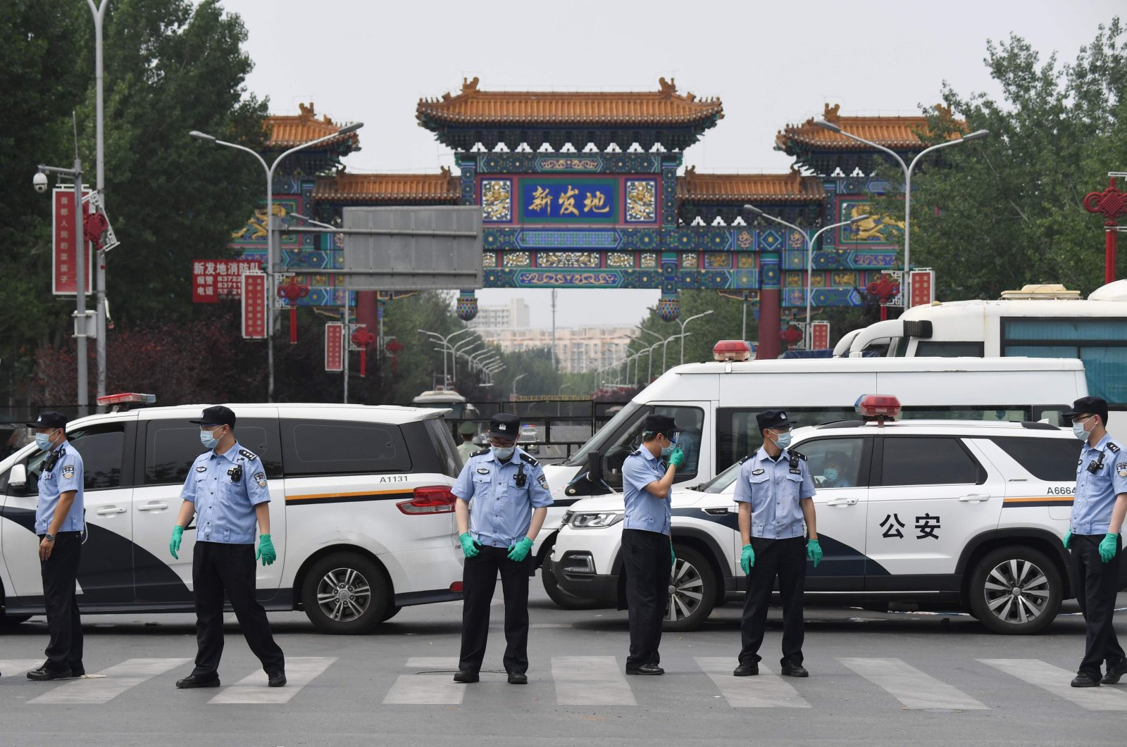 Chinese police guard the entrance to the closed Xinfadi market in Beijing, June 13, 2020. (AFP Photo)