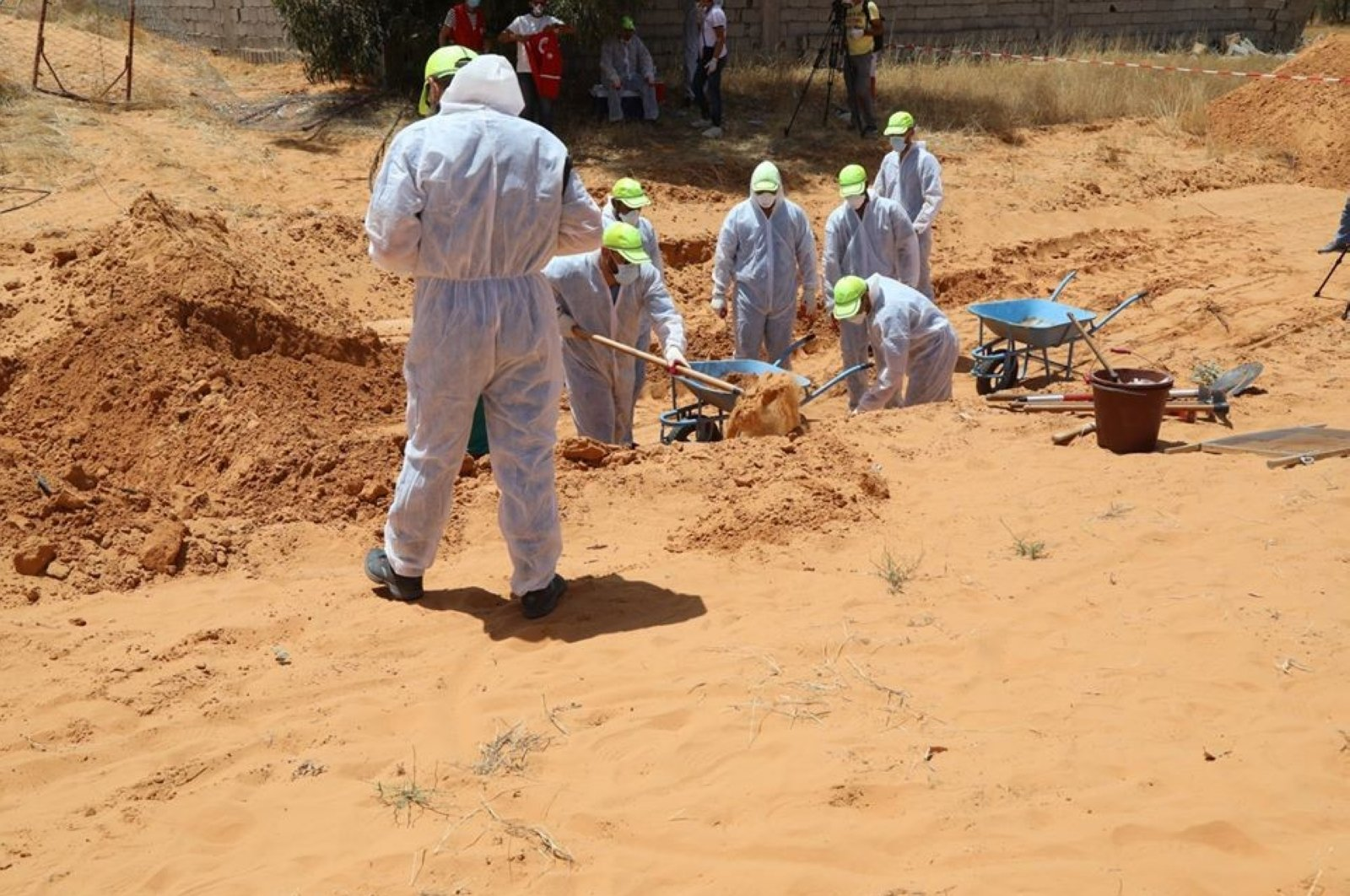 Libyan Army members dig a mass grave of people killed by Haftar militia, Tarhuna, June 11, 2020. (IHA)