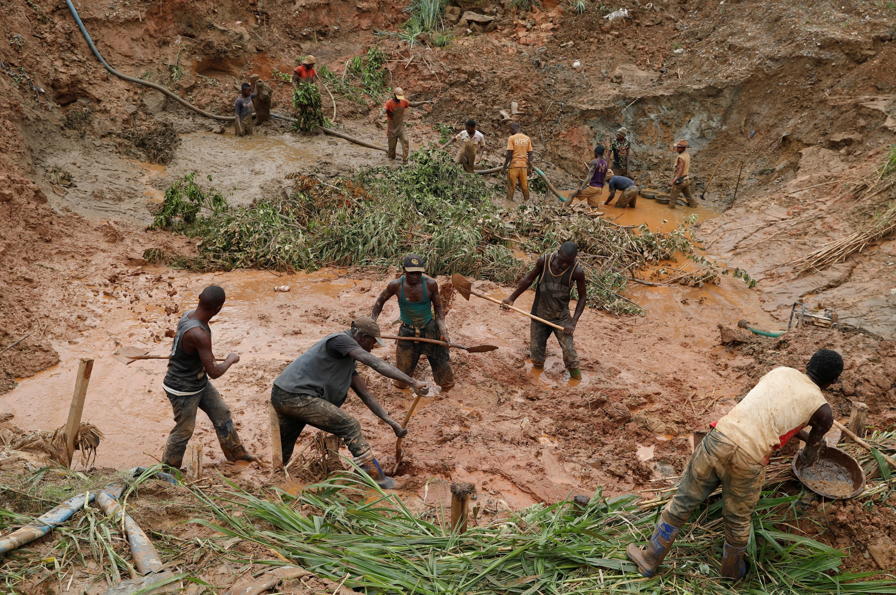 Men work at Makala gold mine camp near the town of Mongbwalu in Ituri province, the Democratic Republic of Congo, April 7, 2018. (REUTERS Photo)